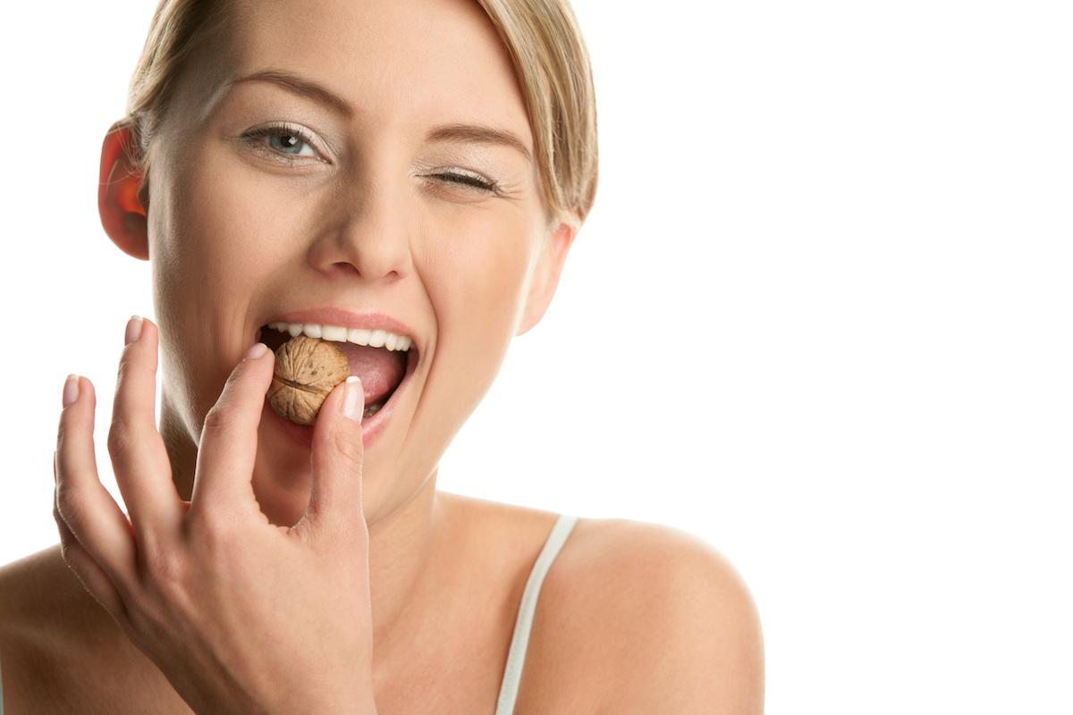 cibi che danneggiano i denti